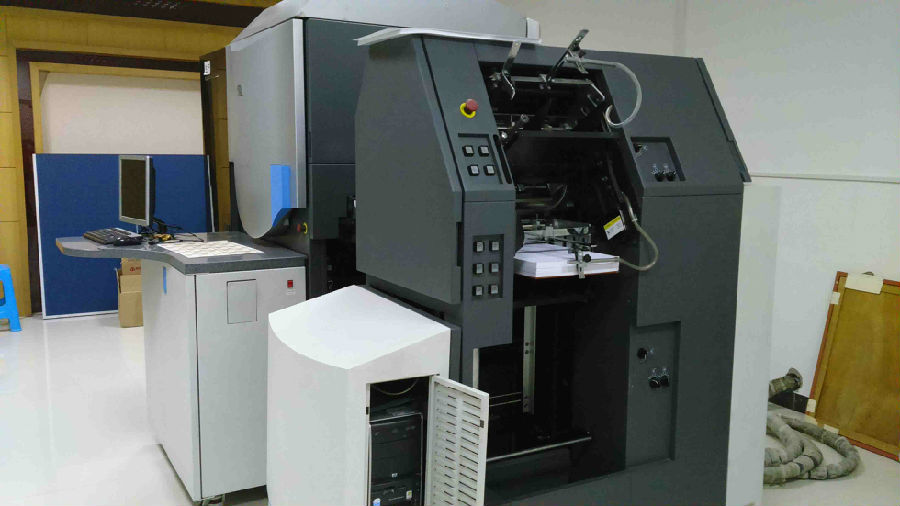 R&X's HP Indigo digital printer is formally put into production